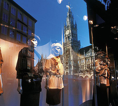 events3a-Muenchen-Rathaus-Theatinerstrasse-Shopping.jpg
